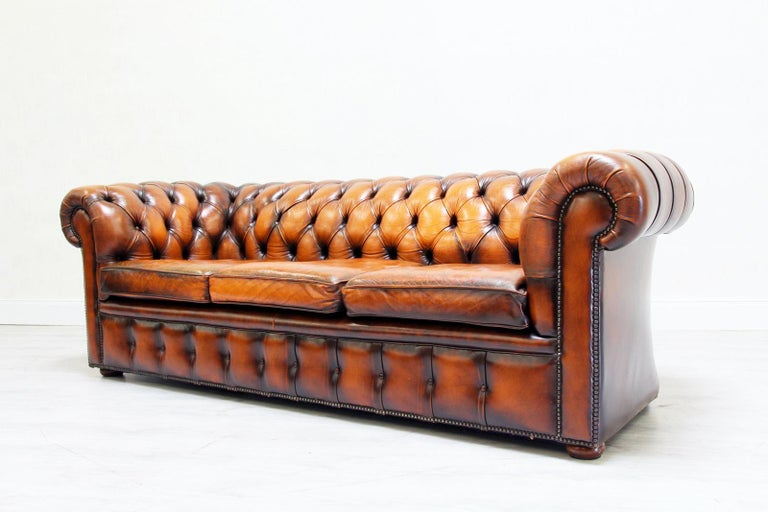 chesterfield sofa leder antik vintage couch english chippendale for sale at 1stdibs. Black Bedroom Furniture Sets. Home Design Ideas