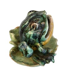 English Majolica Ceramic Frog Seated on a Leaf, circa 1900