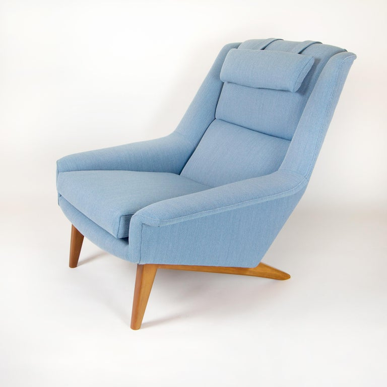 The big, comfortable Sonet Model 4410 armchair by Folke Ohlsson by Fritz Hansen. Reupholstered in Kvadrat Steelcut Trio 3 blue fabric with original headrest. Designed in 1950s, this chair dates from the 1960s.