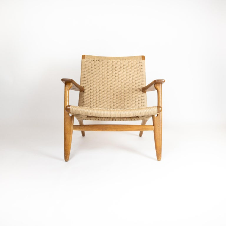 Mid-Century Modern CH25 Lounge Chair by Hans J. Wegner For Sale