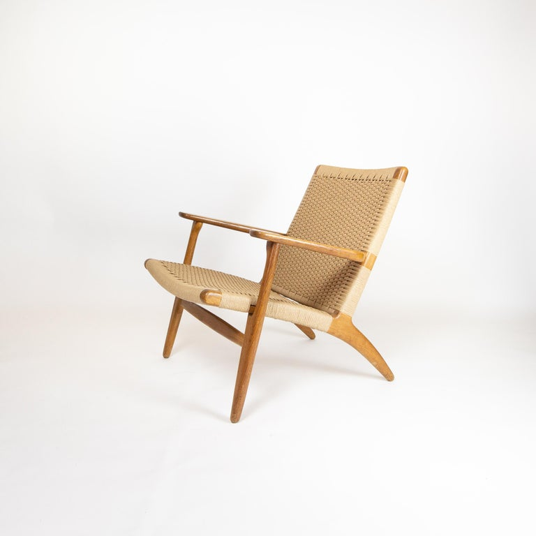 The CH25 is one of four chairs Wegner designed for Carl Hansen & Søn in his first 2 weeks with the company in 1950. Classic, highly desirable piece for both Wegner fans and chair collectors alike. Comfortable, solid and brilliantly designed this