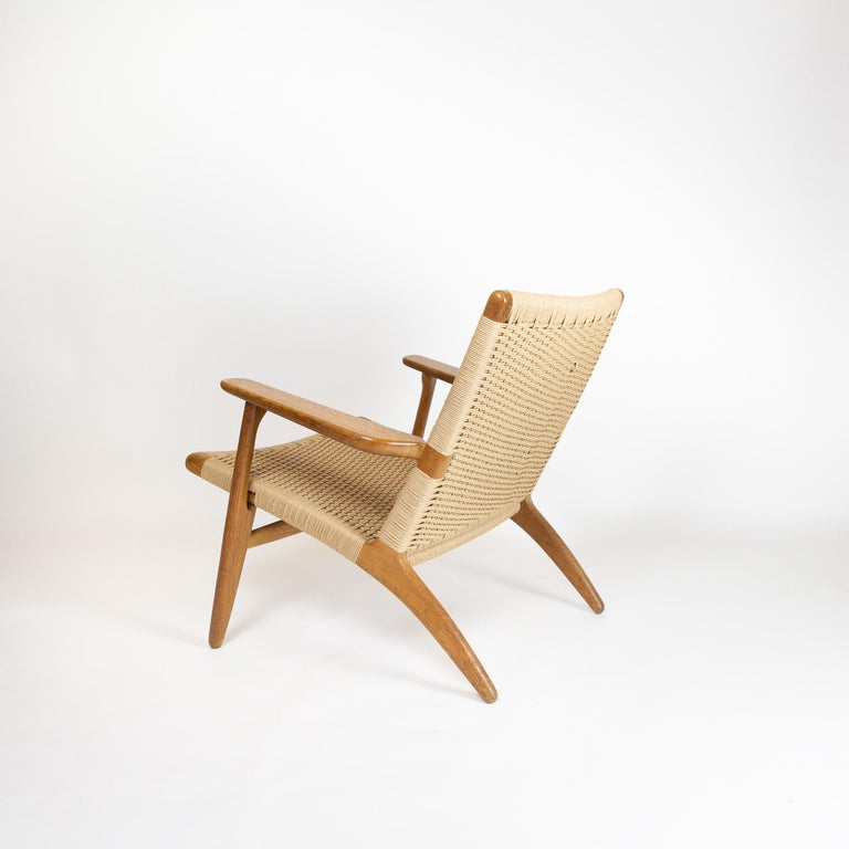 CH25 Lounge Chair by Hans J. Wegner In Good Condition For Sale In Berkhamsted, GB