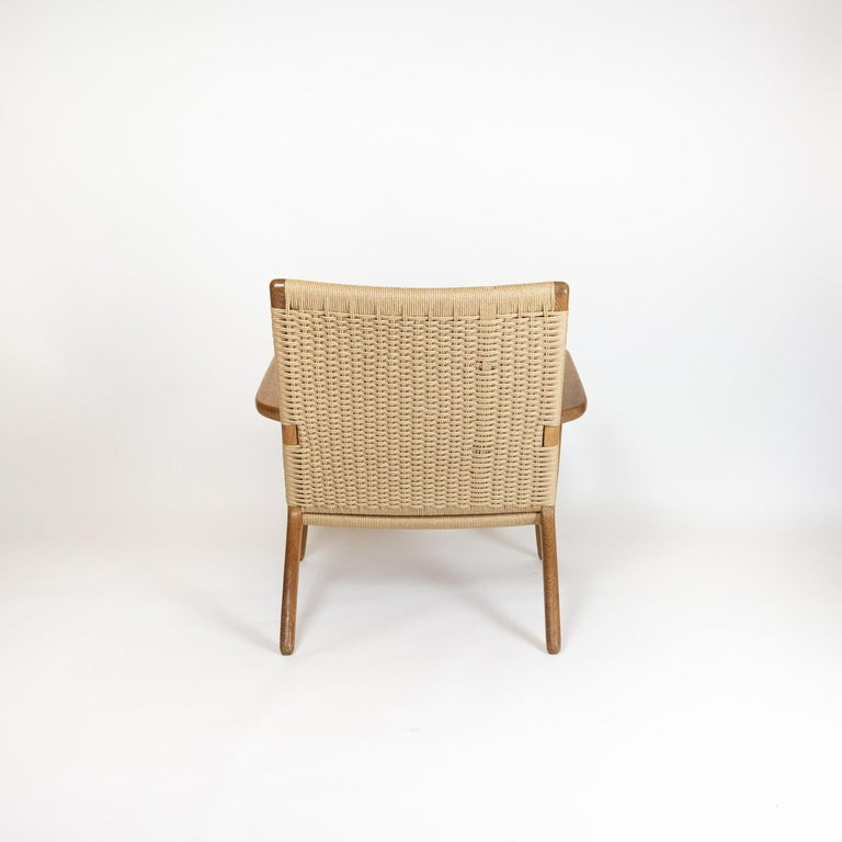Mid-20th Century CH25 Lounge Chair by Hans J. Wegner For Sale