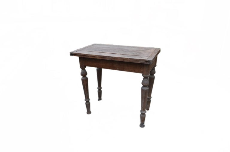 A versatile kitchen table featuring a top which pivots through 90 degrees to reveal a storage box beneath then unfolds to double its surface area. Could also be used as a kitchen island or a dining table. In strong sturdy condition. Good sturdy