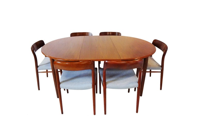 Dining Set - Danish Midcentury Teak table and 8 chairs by Niels Otto Moller In Good Condition For Sale In Highclere, Newbury