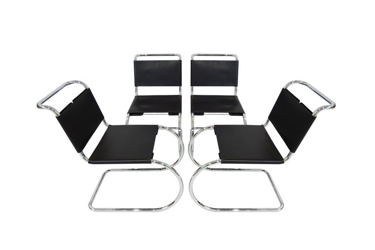 Dining set - Knoll International Mies Van Der Rohe Mr10 Chairs and Mz59 Table In Good Condition For Sale In Highclere, Newbury