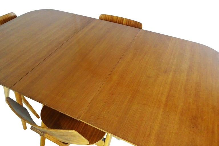 Mid-Century Modern Dining Set - Robin Day for Hille Midcentury 1950s table and 4 chairs For Sale