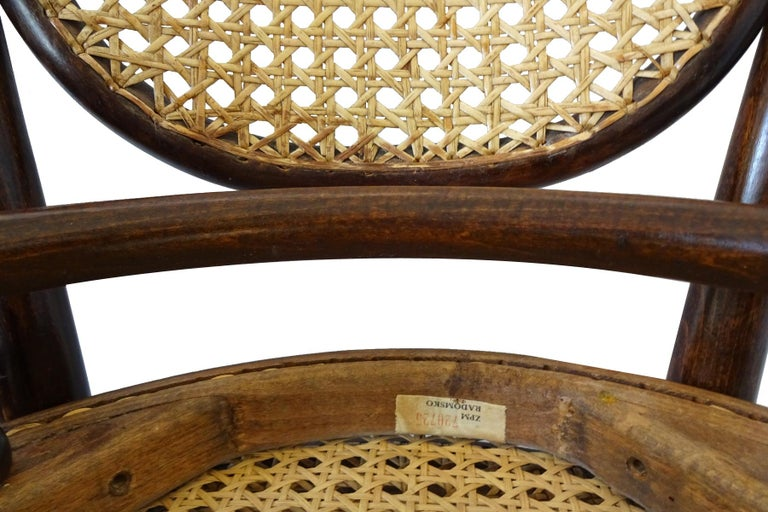 Wicker Dining set - Antique Michael Thonet Designed No.11 Chairs and matching table For Sale