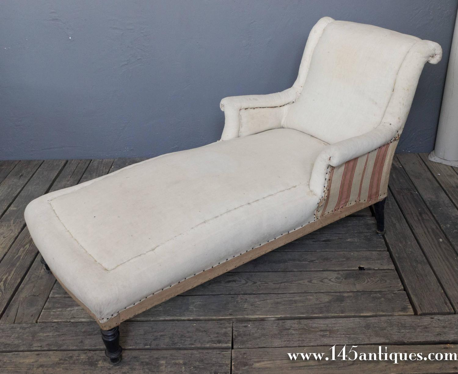 french 19th century chaise longue with scrolled back for sale at 1stdibs. Black Bedroom Furniture Sets. Home Design Ideas
