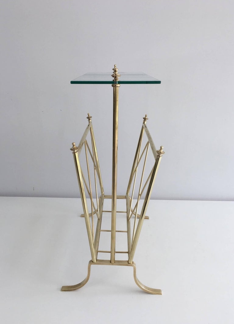 Neoclassical 1940s French Brass and Glass Magazine Rack, Attributed to Maison Jansen For Sale