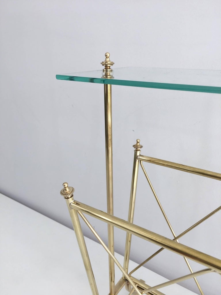 1940s French Brass and Glass Magazine Rack, Attributed to Maison Jansen In Excellent Condition For Sale In Long Island City, NY