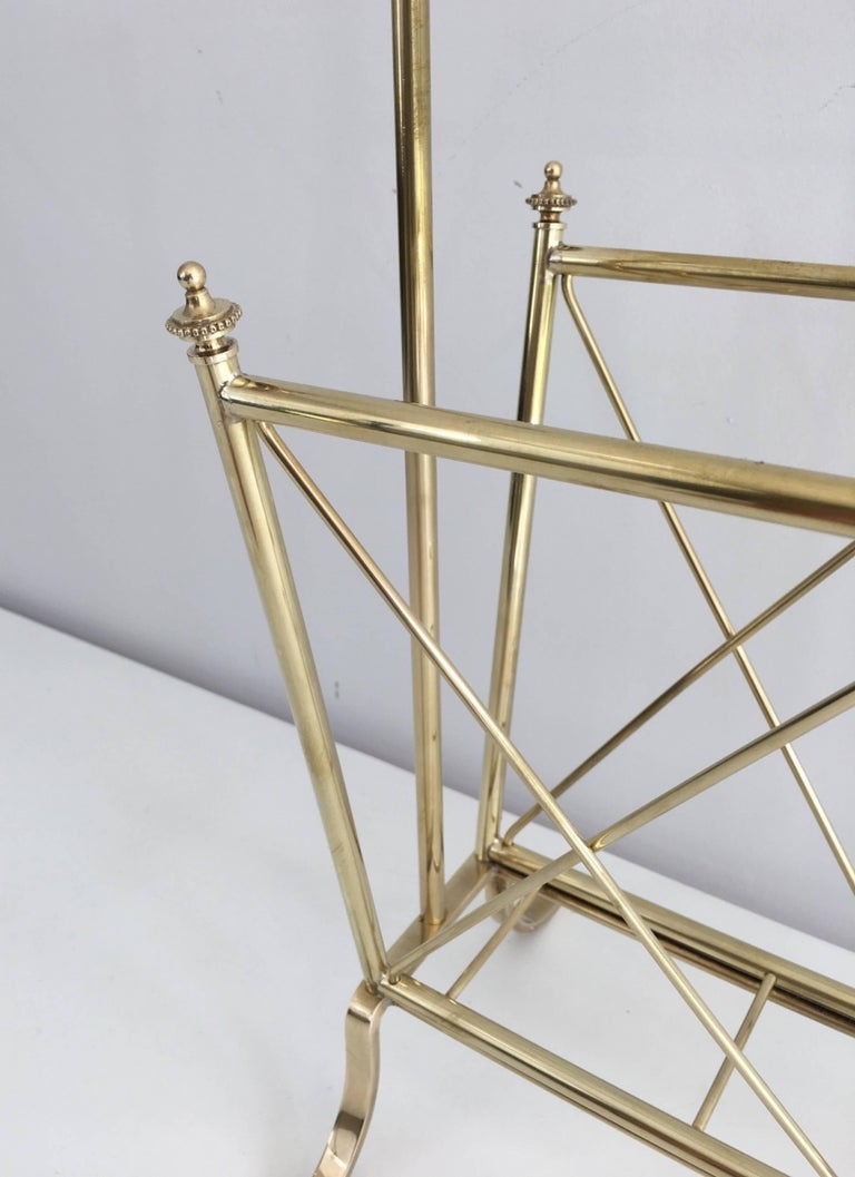 Mid-20th Century 1940s French Brass and Glass Magazine Rack, Attributed to Maison Jansen For Sale