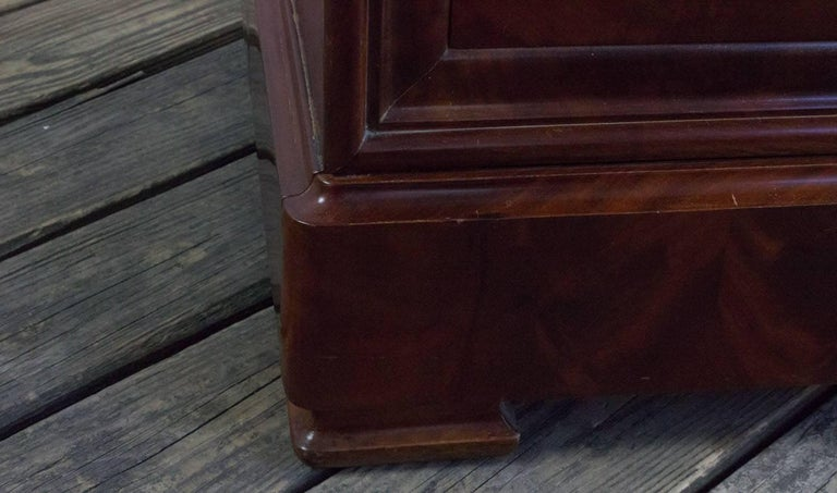 French 19th Century Chest of Drawers For Sale 2