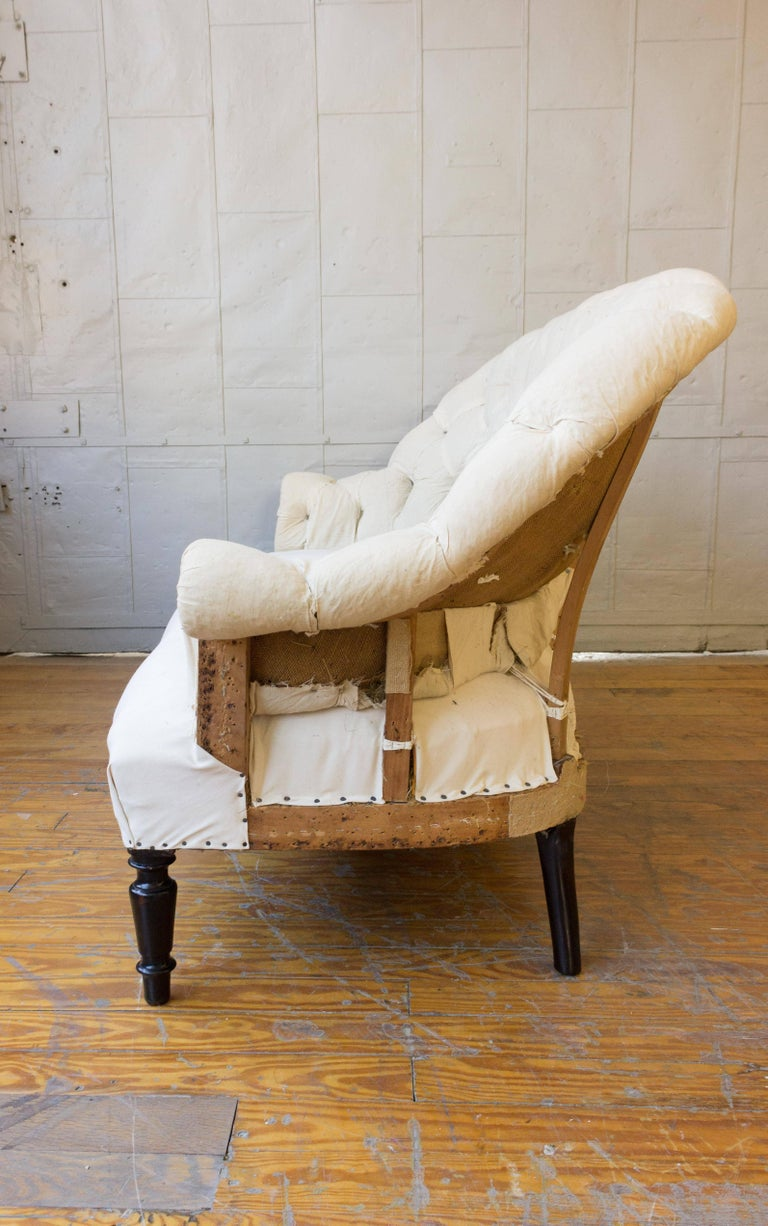 19th Century French Tufted Settee in Muslin In Good Condition For Sale In Long Island City, NY