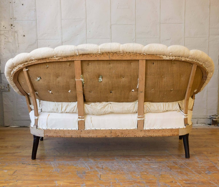 19th Century French Tufted Settee in Muslin For Sale 2