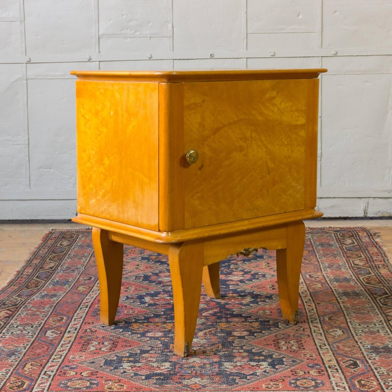 Pair of French 1940's Bird's-Eye Maple Nightstands For Sale 3