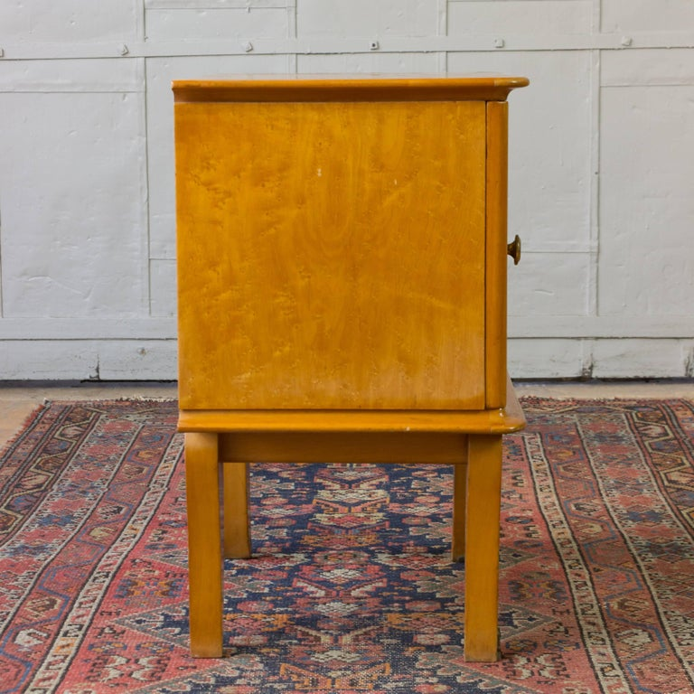 Pair of French 1940's Bird's-Eye Maple Nightstands For Sale 2