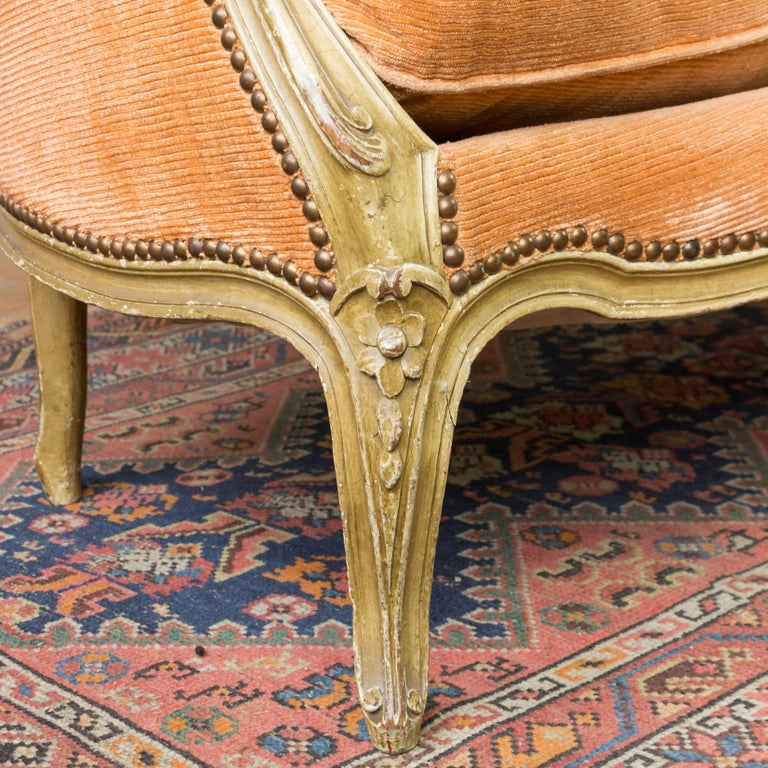 Small French Louis XV Style Settee in Pale Apricot Velvet For Sale 4