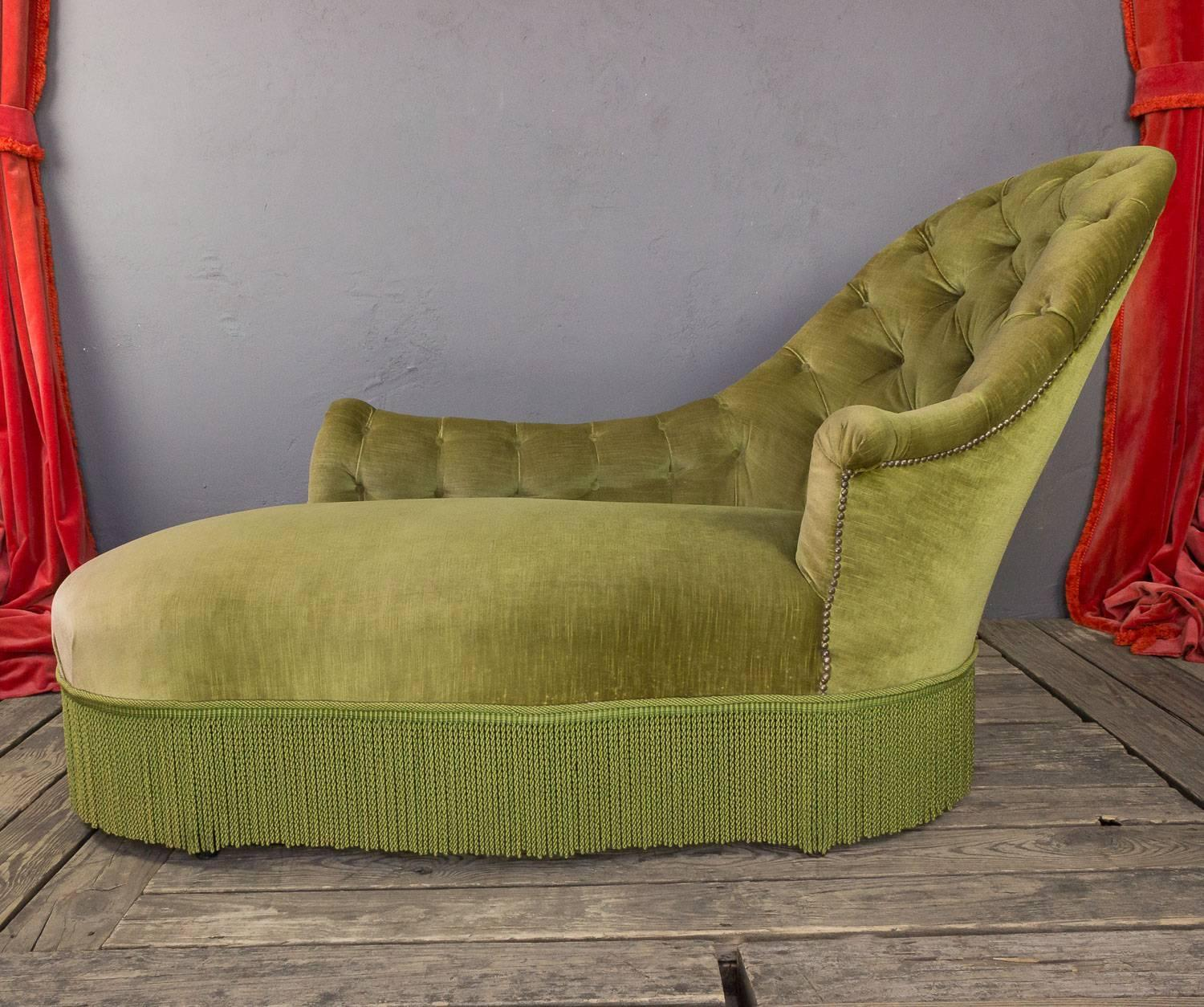 Tufted asymmetrical green chaise longue for sale at 1stdibs for Chaise longue 200 cm