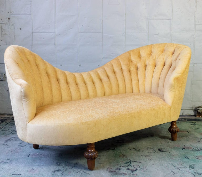 Napoleon III Asymmetrical French 19th Century Settee with Tufted Curved Back For Sale