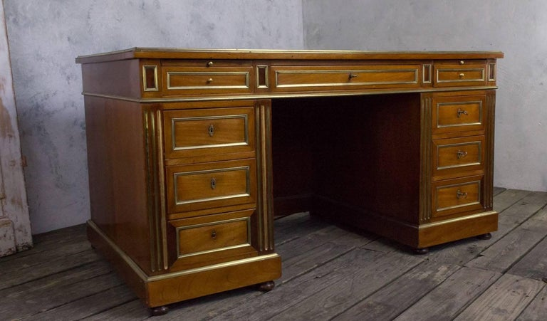 French Louis XVI Style Desk In Good Condition For Sale In Buchanan, NY