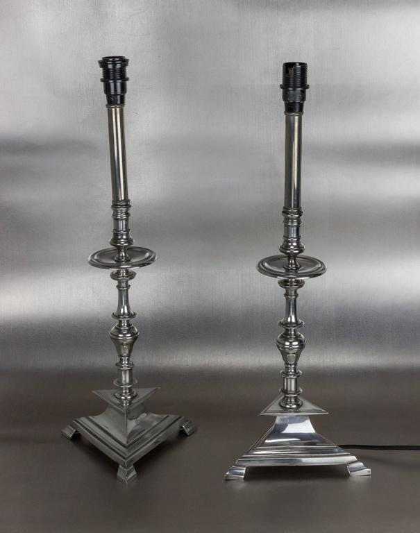 Nickel-plated and restored pair of Art Deco table lamps with custom white feather shades by ABYU Lighting.  France, circa 1930s.