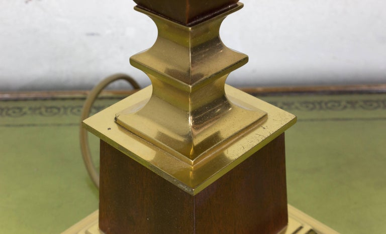 French Mid-Century Modern Brass and Mahogany Table Lamp For Sale 1