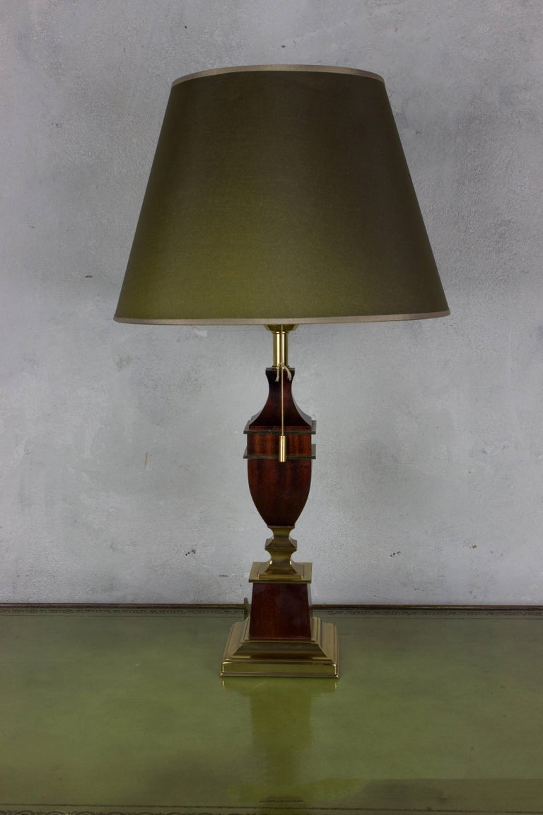 French Mid-Century Modern Brass and Mahogany Table Lamp For Sale 3