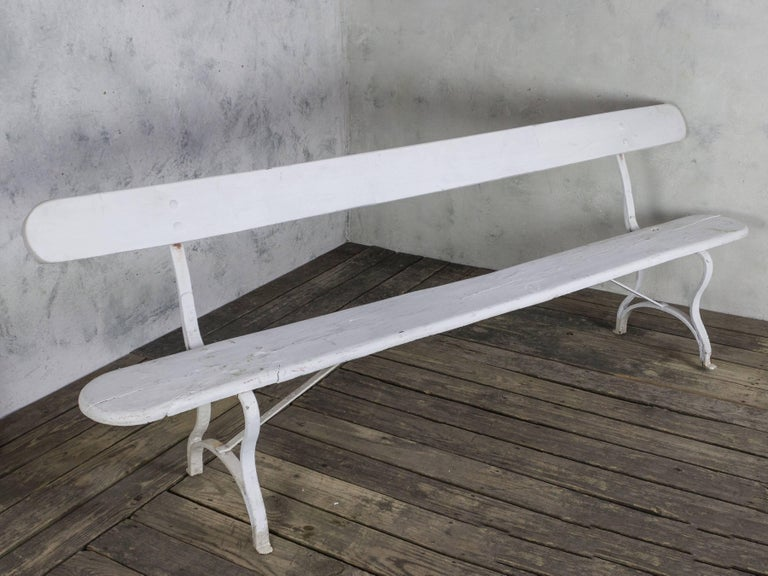 French White Painted Garden Bench In Good Condition For Sale In Long Island City, NY