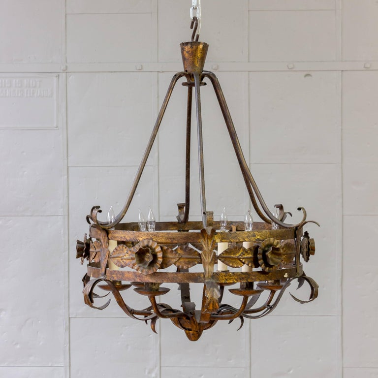 Spanish Gilt Iron Chandelier with Leaf and Floral Decorations In Good Condition For Sale In Long Island City, NY