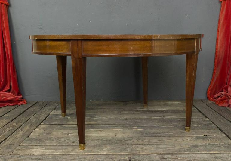 French 1940s Mahogany Oval Dining Table In Good Condition For Sale In Buchanan, NY