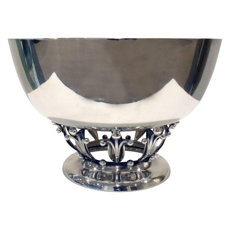 Footed Art Deco bowl in sterling silver by Woodside Silver Co., American, 1920s (signed on bottom with makers mark).