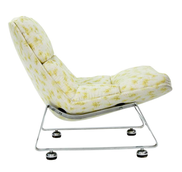 Mid-Century Modern Scoop Lounge Chair with Steel Base For Sale