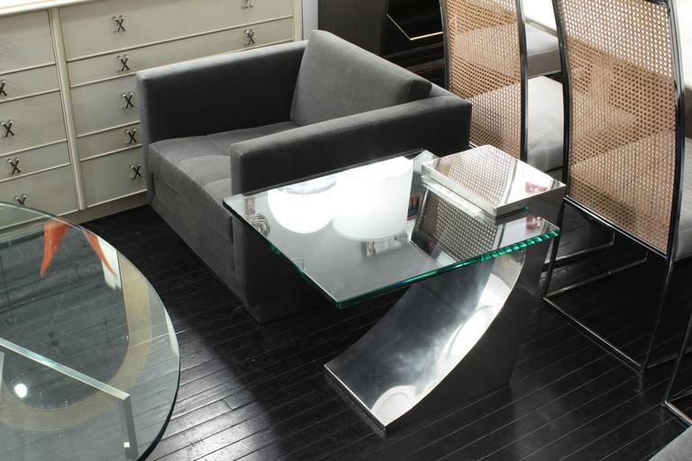 Late 20th Century Chic Cantilevered Side Table in Polished Stainless Steel For Sale
