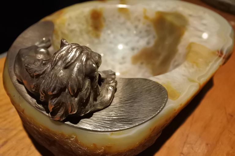 Early 20th Century Agate Lion Vide Poche In Excellent Condition For Sale In New York, NY