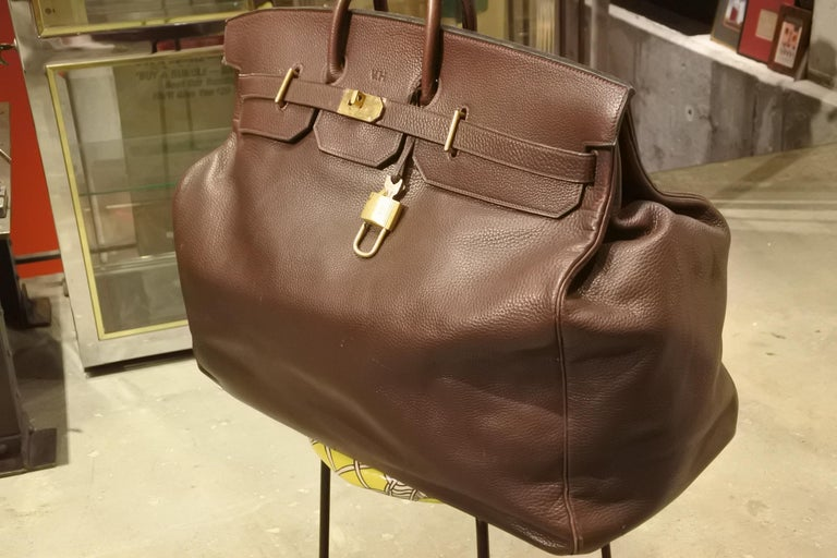 Incredible, rare, giant Hermès Haut à Courroies travel bag. In brown Togo leather. The 60cm is seldom found, and we almost never have an opportunity to get these bags online. Great condition, with some small nicks and scratches to the leather, but
