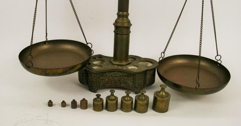 Brass Balance Scale In Good Condition For Sale In Douglas Manor, NY