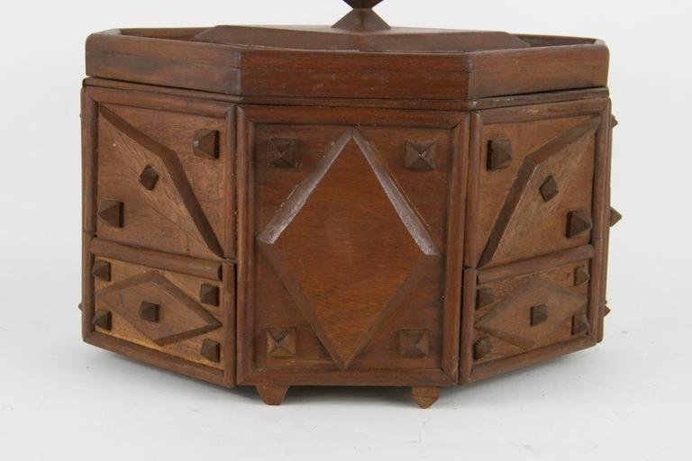 Tramp Art Box In Excellent Condition For Sale In Douglas Manor, NY