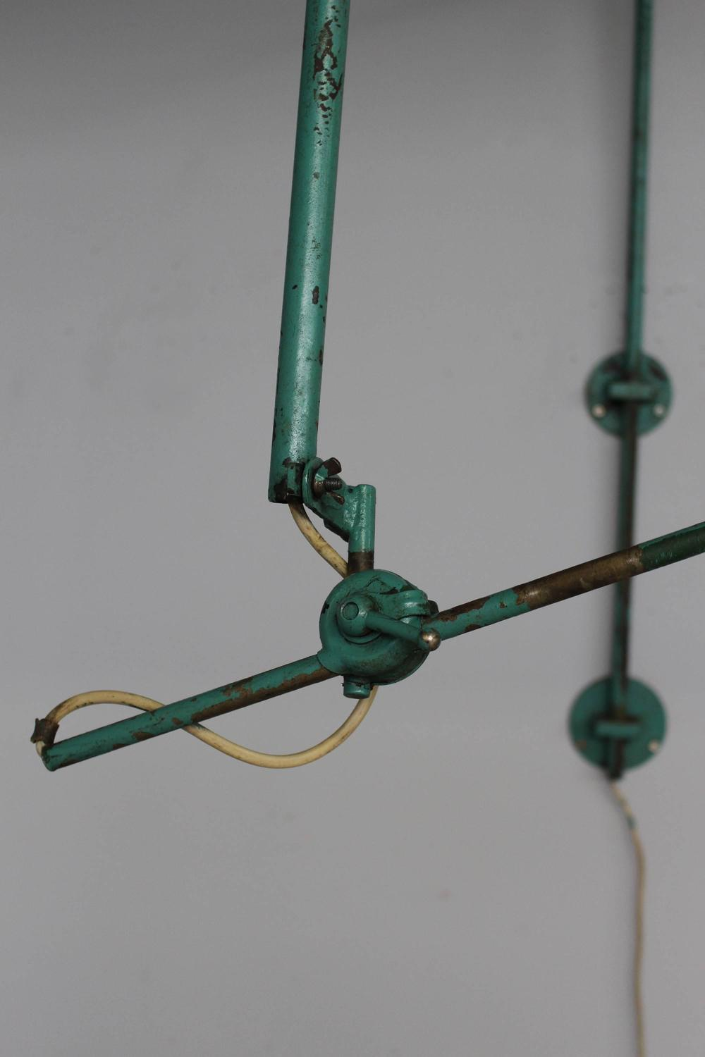 French Adjustable Industrial Green Lacquered Metal Wall Light For Sale at 1stdibs