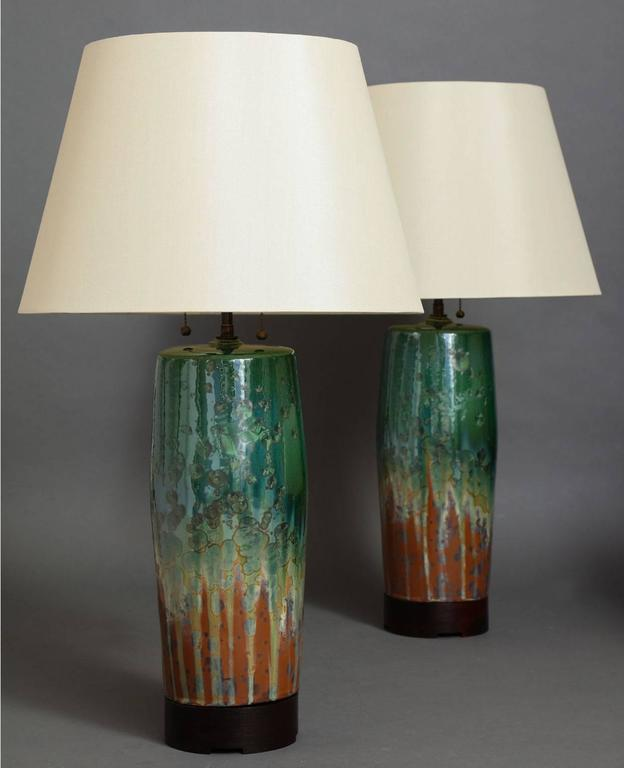 Bulldog table lamp.