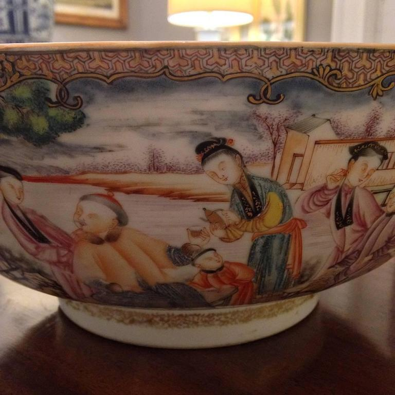 Late 18th Century Chinese Export Qing Qianlong Famille Rose Medallion Porcelain Bowl For Sale
