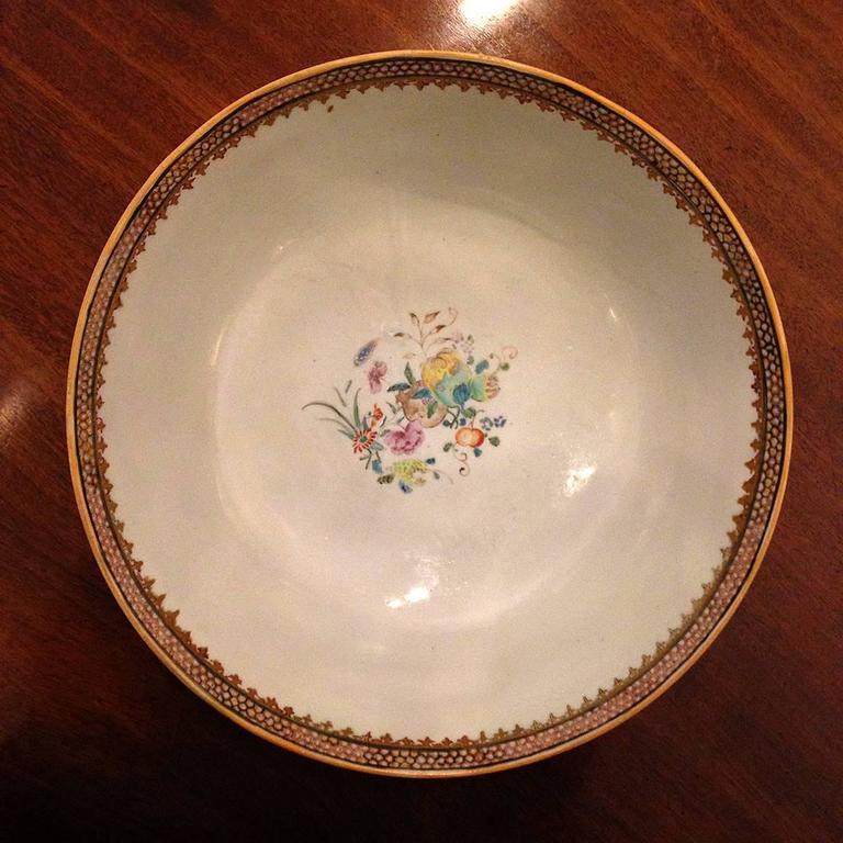 Chinese Export Qing Qianlong Famille Rose Medallion Porcelain Bowl For Sale 2