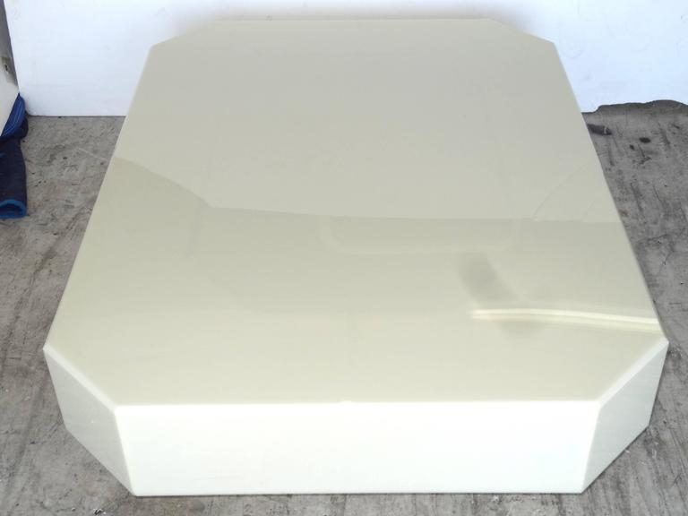 1970s Acrylic Coffee Table In Excellent Condition For Sale In North Miami, FL