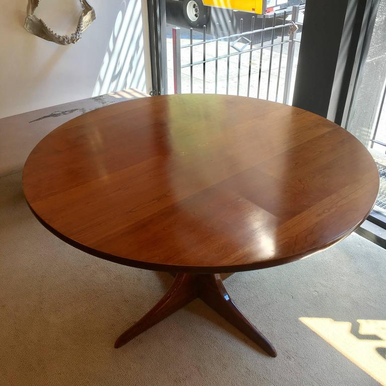 An original American 1960s Heywood Wakefield Cliff House dining table composed of solid cherry with a brown doeskin finish.