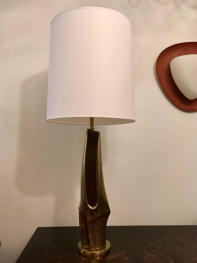 An original pair of brass and walnut sculptural 1970s table lamps by the American lighting firm, Laurel and company. Newly rewired.