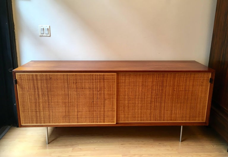 Florence Knoll Grasscloth Walnut, 1950s Credenza Cabinet In Excellent Condition For Sale In New York, NY