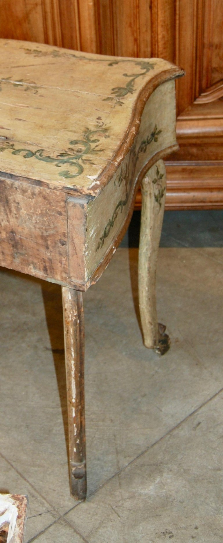 Early 19th Century Painted Dressing Table In Good Condition For Sale In New Orleans, LA