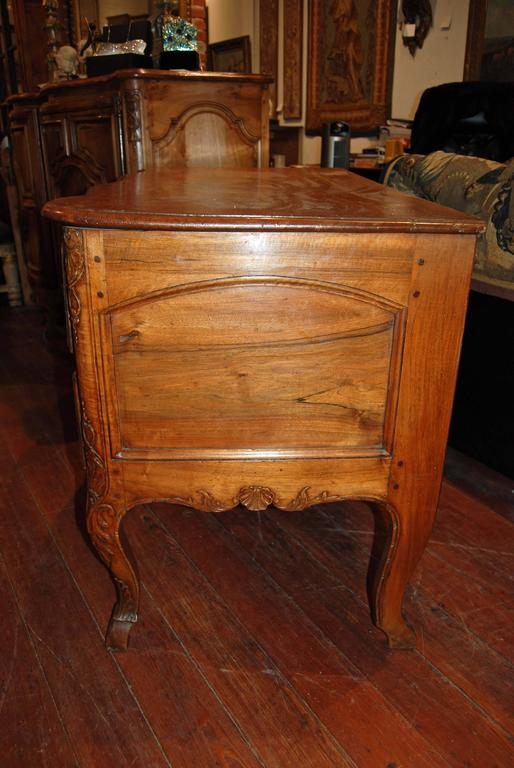 Exceptional 18th Century Walnut Commode 4