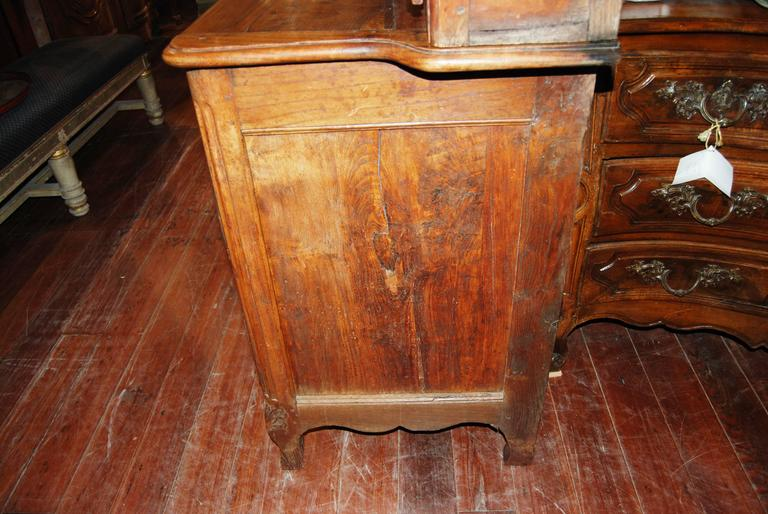 19th Century French Walnut Rustic Buffet Vaisselier with Mobilier Clock 4