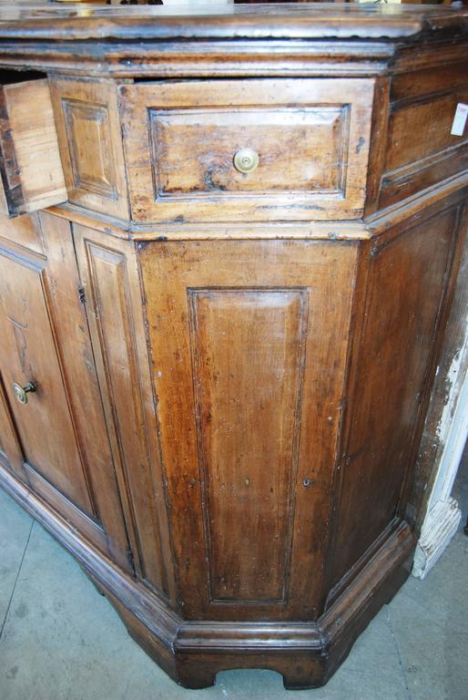 18th Century Italian Walnut Buffet For Sale 1